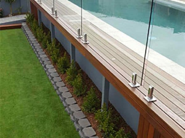 Frameless-Pool-Fence-2